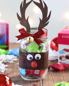 Rudolph Chocolate Glass - Weihnachten { trytrytry },Rudolph-Schokoladen-Glas Rudolph Chocolate Glass / Gifts for Christmas / Kitchen Gifts / DIY Gifts with Chocolate / Christmas Gift. Christmas Gift Videos, Christmas Presents, Ideas For Christmas Gifts, Xmas, Simple Christmas, Christmas Crafts, Christmas Kitchen, Chocolate Christmas Gifts, Diy And Crafts