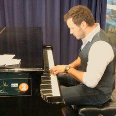 Just left the BBC where I spoke with @GregJames17 and Steve Wright. Dino talk, promotion, yada-yada, BUT!!! I also got to play this piano donated by Sir Elton John. #JurassicWorldGlobalPressTour #JurassicWorld #RocketMan #YesSirEltonJohn