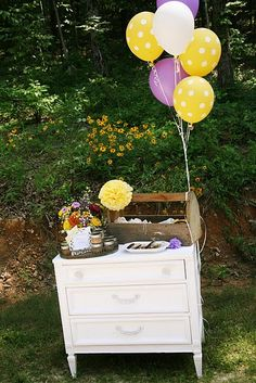 yellow polka dot balloons ...so cute for a snack stand, kids party, or lemonade stand. something fun outside!