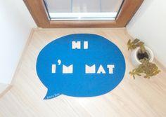 Speech bubble rug 'Hi, I'm Mat' from Xatara