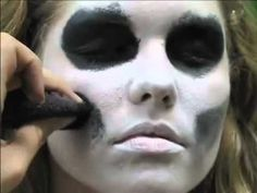 Simple face painting designs are not hard. Many people think that in order to have a great face painting creation, they have to use complex designs, rather then Skeleton Face Paint Easy, Easy Skeleton Makeup, Scary Face Paint, Cool Face Paint, Scary Halloween, Halloween Make Up, Halloween Face Makeup, Fake Makeup, Scary Faces