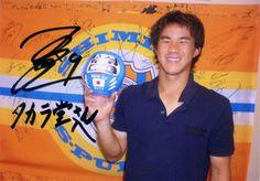 """2010 FIFAワールドカップの時、日本代表で清水エスパルスに所属していた岡崎慎司選手へ、背番号の入った""""応援だるま""""を贈りました!"""