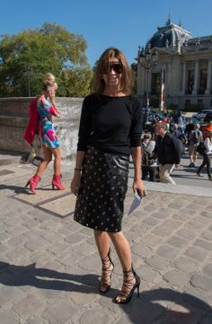 Vous craquez pour la jupe crayon mais ne savez pas comment la porter ? Voici tous nos conseils via 10 inspirations street style et tapis rouge.