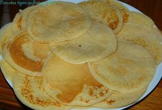 Pancakes légers au fromage blanc Waffles, Crepes, Pancakes Leger, Healthy Snacks, Healthy Recipes, Pancake Healthy, Zucchini Pizza Crust, Cookie In A Mug, Omelettes