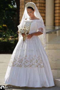 Beautiful wedding dress Hungarian style This is Gorgeous. Wedding Dresses 2018, Wedding Attire, Wedding Bride, Traditional Wedding, Traditional Dresses, Polish Wedding, Hungarian Embroidery, Folk Fashion, Folk Costume