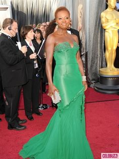 We're in LOVE with Viola Davis' green gown!