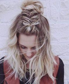 Dutch fishtail into a bun // half-up hairdo, Frisuren, Dutch fishtail into a bun // half-up hairdo. Up Hairdos, Long Face Hairstyles, Braided Hairstyles Updo, Stylish Hairstyles, Diy Hairstyles, Medium Hairstyles, Messy Short Hair, Messy Buns, Top Braid