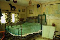 Small Cabin: Interior