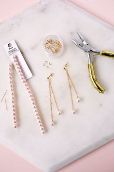 Pearl Dangle Earring DIY (click through for tutorial)