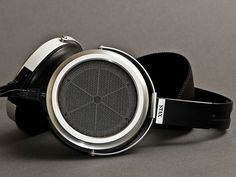 STAX SR-009 Headphones boasts incredible specs and features. Being the best headphones in the world, it's just right to be the most expensive… but this much? ❤️ DesignAndTech.net