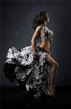 ~ Black and White Belly Dance Costume ~ beledi. Belly Dancer Costumes, Belly Dancers, Dance Costumes, Tribal Fusion, Dance Oriental, Belly Dance Outfit, Tribal Dance, Dance Pictures, Dance Photography
