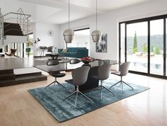 Monza table with supplementary tabletops by BoConcept
