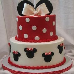 Disney engagement cake | Minnie Mouse cake | Party and Wedding Ideas