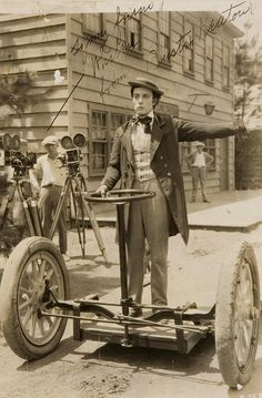 Silent Film Actor, Buster Keaton riding a Segway Old Pictures, Old Photos, Funny Pictures, Random Pictures, Photo Vintage, Vintage Cars, Retro Vintage, Buster Keaton, Foto Picture