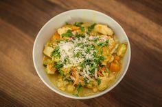 Herbstzeit = Suppenzeit | Stadtbekannt Wien | Das Wiener Online Magazin Thai Red Curry, Vienna, Ethnic Recipes, Food, Homemade Soup, Meal, Essen, Hoods, Meals
