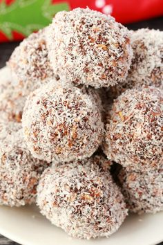 Festive chocolate coconut snowballs - super easy and deliciously chocolatey, these chewy no-bake snowballs are packed with rolled oats and coconut, and they're vegan and gluten-free! #vegan #lovingitvegan #snowballs #dessert #dairyfree #glutenfree