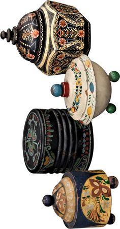 Artěl, Alois Petrus, fa  Dózy – 4 ks  Čechy, kolem r. 1920, výroba pravděpodobně družstvo Artěl a A. Petrus, dřevo soustružené, barevně malované, 4 ks, max. výška 12 cm, stav úměrný věku Stav, Petra, Skateboard, Belt, Ceramics, Glass, Accessories, Skateboarding, Belts