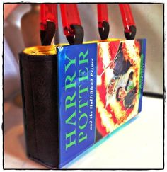 Diy Harry Potter Book Bag   •  Free tutorial with pictures on how to make a handle bag in under 120 minutes