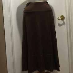 Womens skirt Womens brown soft stretch skirt. Super comfortable. Just not my size anymore. Apt. 9 Skirts Midi