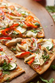 THAI CHICKEN PALEO PIZZA WITH SWEET CHILI SAUCE. 7 Paleo Pizza Recipes That Are Just as Tasty as the Real Thing #paleopizza #pizzarecipes #paleorecipes #easydinners #dinnerecipes #weeknightdinners