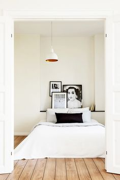 we love the look of keeping it simple. simple art, simple style, simple room. / sfgirlbybay