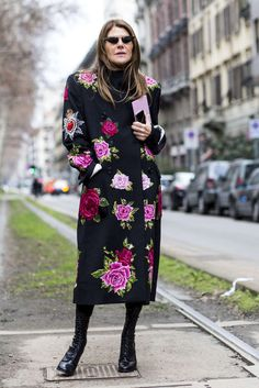 What they're wearing on the streets of Milan this Fashion Week London Fashion Weeks, Fashion Week Paris, Milan Fashion Week Street Style, Autumn Street Style, Fashion 2018, Floral Fashion, Boho Fashion, Fashion Milano, Street Style 2018