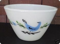You are bidding on a very nice Fire King 3 quart Splash Proof mixing bowl with the blue Distlefink bird design. The bowl has no chips, cracks or flakes. The design is bright and strong with only a li Vintage Dishes, Vintage Kitchen, Vintage Pyrex, Vintage Fire King, Antique Glassware, Glass Company, Glass Kitchen, Bird Design, Glass Collection