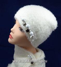 вязаная шапка белая женская и шарф белый вязаный комплект женский от производителя шапок Италии Vizio Collezione