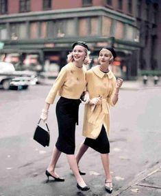 Goed, een beetje relaxed in een joggingbroek lopen, dat kon niet in de jaren vijftig. Maar o, wat konden de vrouwen er mooi uitzien.