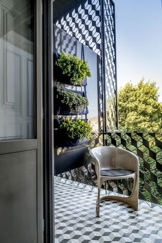Restored city centre townhouse, Malmerendas, helps Porto's city-breakers feel right at home...
