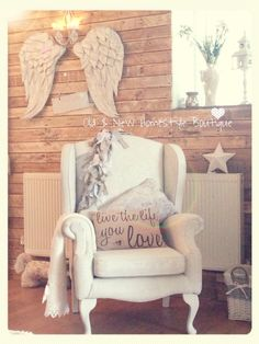 Handmade Angel wings on my pallet wall = Heaven ❤️ Vintage Shabby Chic, Shabby Chic Decor, Home Design Decor, House Design, Angel Wings Wall Decor, Old Room, Baby Decor, Home Decor Furniture, Decoration