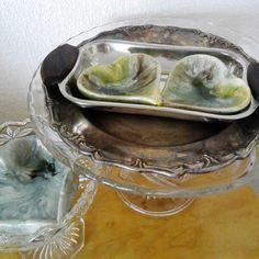 #metallilautanen #lasi #tarjoiluastia #sydän #vihreä #sillivati #liisako
