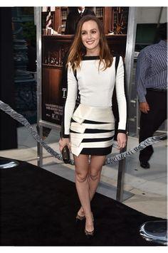 Leighton Meester veste Balmain em Beverly Hills, na Califórnia