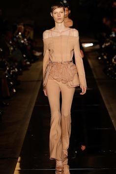 Givenchy Spring 2017 Ready-to-Wear Fashion Show - Julia Nobis (Viva)