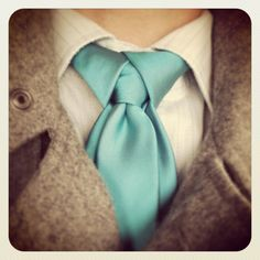 Ediety Knot aka Merovingian Knot as seen in the Matrix 2 movie.  How to tie the Ediety Knot for your Necktie video