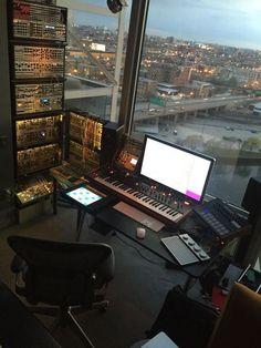 Trendy home studio setup music Home Studio Setup, Music Studio Room, Audio Studio, Sound Studio, Dream Studio, Music Rooms, Studio Ideas, Configuration Home Studio, Setup Desk