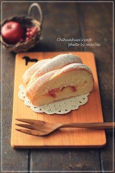 紅玉リンゴとカスタードの編みパン | Chihuahua's cafe Bread Recipes, Baking Recipes, Cafe Food, Fruit, Cooking, Cake, Desserts, Sweet Dreams, Breads