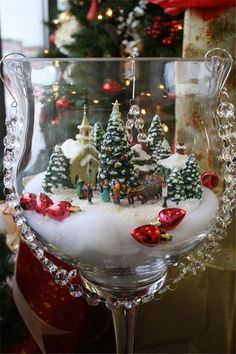 30 Affordable Christmas Table Decorations Ideas 2019 – Welcome My World Christmas Scenes, Christmas Villages, Christmas Wreaths, Christmas Ornaments, Christmas Tree, Family Christmas, Christmas Candle, Christmas Table Decorations, Tree Decorations