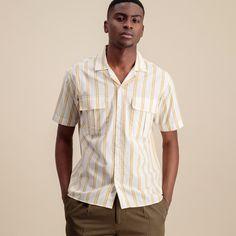 Comment bien s'habiller pour une soirée d'été ? Nos conseils pour homme. E21, Button Down Shirt, Men Casual, Menswear, Mens Tops, Shirts, Fashion, Cotton Scarves, Cos Outfit