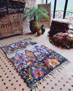 A fantastic vintage Boucherouite carpet with an eclectic mix of materials and colors. Definitely an eye catcher which could easily double as wall art. Measures 176 x 120 cm. #boucherouite #ragrug