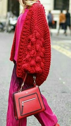 I love this red and over the pink out fit! Knitwear Fashion, Knit Fashion, Red Cardigan, Mohair Sweater, Knitting Designs, Wool Yarn, Colorful Fashion, Bunt, Mantel