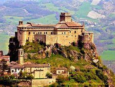 The Castle of Bardi (or Landi), Upper Ceno Valley, Parma, Emilia-Romagna, Italy.... http://www.castlesandmanorhouses.com/photos.htm