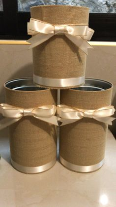 Wedding Centerpieces Mason Jars, Mason Jar Vases, Wedding Vases, Mason Jar Crafts, Mason Jar Diy, Diy Home Decor Projects, Diy Home Crafts, Easy Home Decor, Hessian Crafts