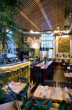 This is a very well maintained restaurant! Love the touch of green to make it look fresh … - Architecture Design Ideas Cafe Restaurant, Cafe Bar, Greens Restaurant, Organic Restaurant, Persian Restaurant, Organic Supermarket, Restaurant Interior Design, Home Interior, Modern Interior Design