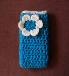 This pretty phone cosy is quick to make and can easily be adapted to fit any phone or MP3 player.