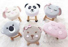 Crochet and Knitting Crochet Diy, Crochet Home Decor, Crochet For Kids, Crochet Dolls, Crochet Hats, Stool Covers, Baby Decor, Crochet Animals, Baby Knitting
