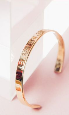 Save the location of your favorite place with these cool bracelets - customize them with the coordinates