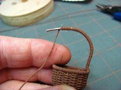 Meubles Dollhouse Miniature - Tutoriels | 1 pouces minis: Comment faire un panier tissé à partir de fils de crochet