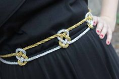 How-to: Olympics-Inspired Knotted Metallic Belt Diy Jewelry Unique, Diy Jewelry Making, Celtic Heart Knot, Diy Belts, Diy Jewelry Holder, Diy Mode, Metal Belt, Chain Belts, Diy Dress