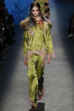 Alberta Ferretti Fall 2016 Ready-to-Wear Fashion Show  http://www.vogue.com/fashion-shows/fall-2016-ready-to-wear/alberta-ferretti/slideshow/collection